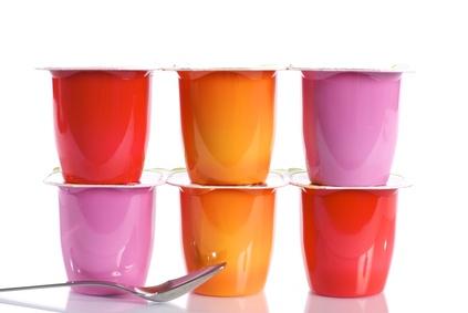 recyclage des pots de yaourt en plastique activits de party invitations ideas. Black Bedroom Furniture Sets. Home Design Ideas