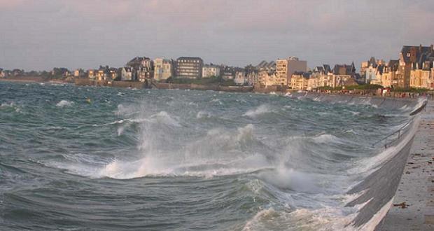 Vagues à Saint-Malo