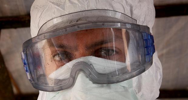 Ebola protection (crédit Luis Encinas MSF)