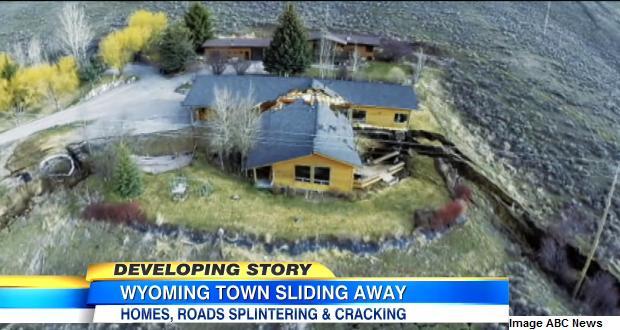 Jackson, Etats-Unis : un glissement de terrain scinde une maison en deux
