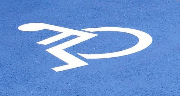 Place de stationnement réservée aux handicapés