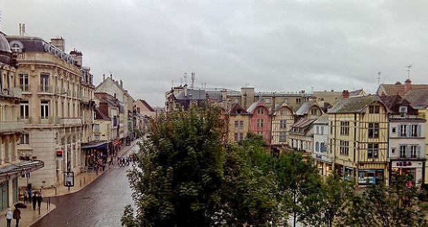 Troyes - Place de l'hôtel de ville (crédit Superjuju10)